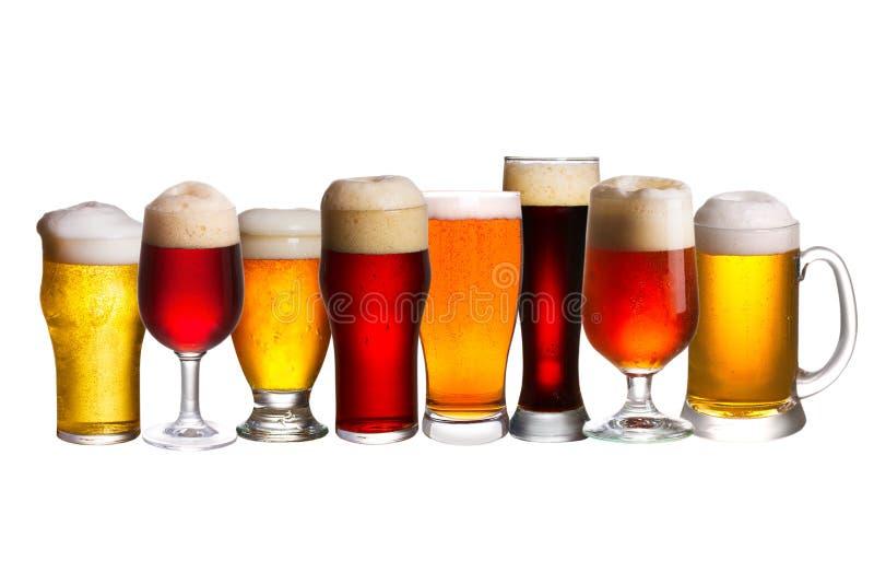Uppsättning av olika ölexponeringsglas Olika exponeringsglas av öl Öl som isoleras på vit bakgrund arkivbilder