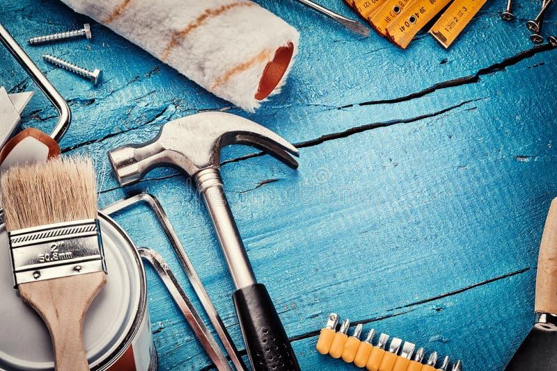 Uppsättning av olika hjälpmedel Konstruktions- och renoveringbegrepp arkivbild