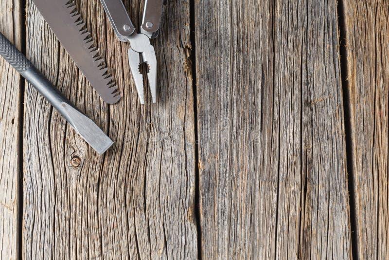 Uppsättning av rostfritt stålskiftnyckeln på vit bakgrund med utrymme royaltyfri foto
