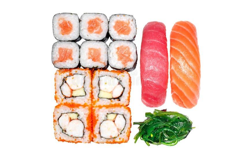 Uppsättning av rullar, rulle Kalifornien, rulllax, sushilax, sushitonfisk arkivfoton