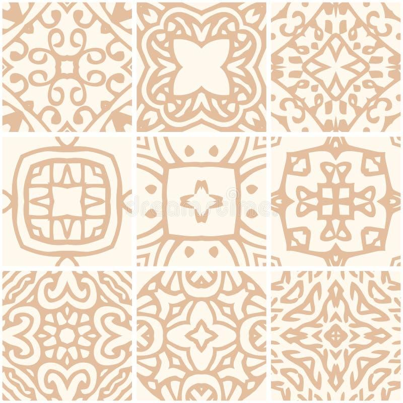 Uppsättning av sömlösa keramiska tegelplattor med den guld- prydnaden royaltyfri illustrationer