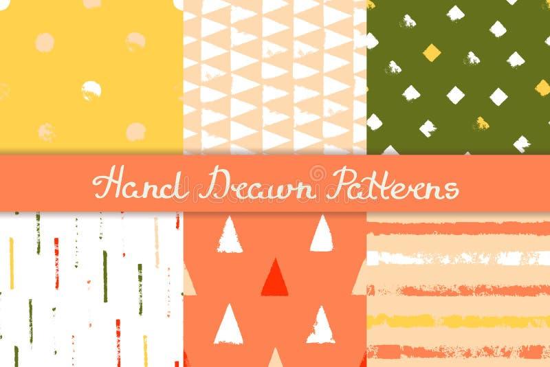 Uppsättning av sömlösa modeller med geometriska designer Band för cirkeltriangelromb i röd orange rosa gul gräsplan tecknad hand vektor illustrationer