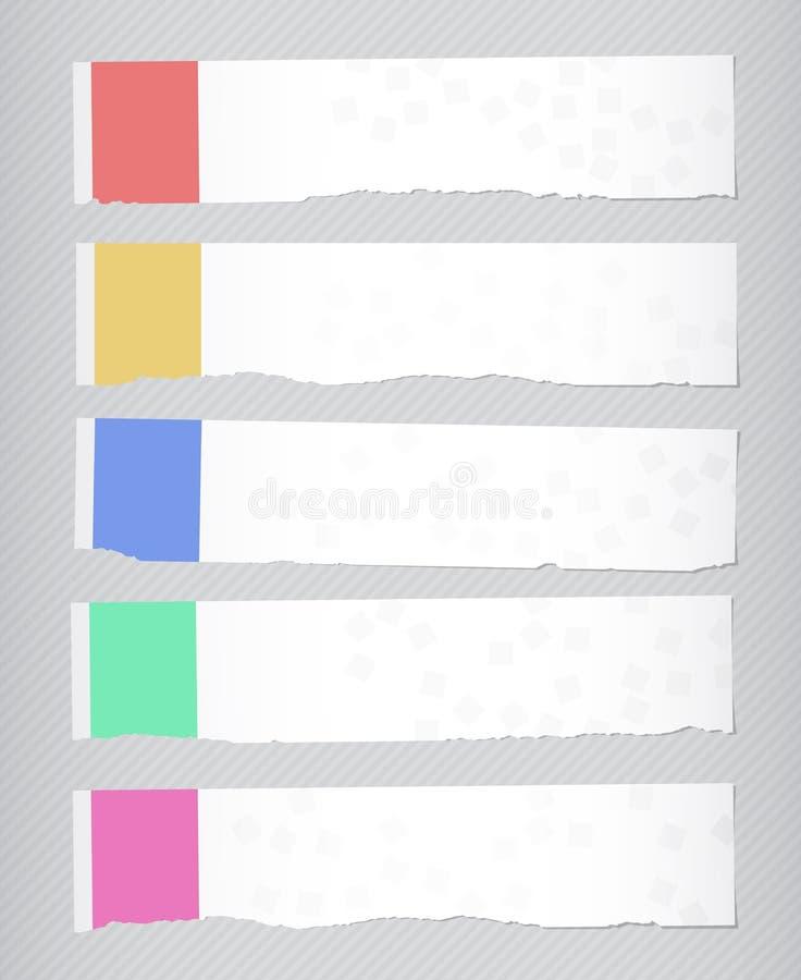 Uppsättning av sönderrivna vita horisontalpappers- baner på randig bakgrund royaltyfri illustrationer