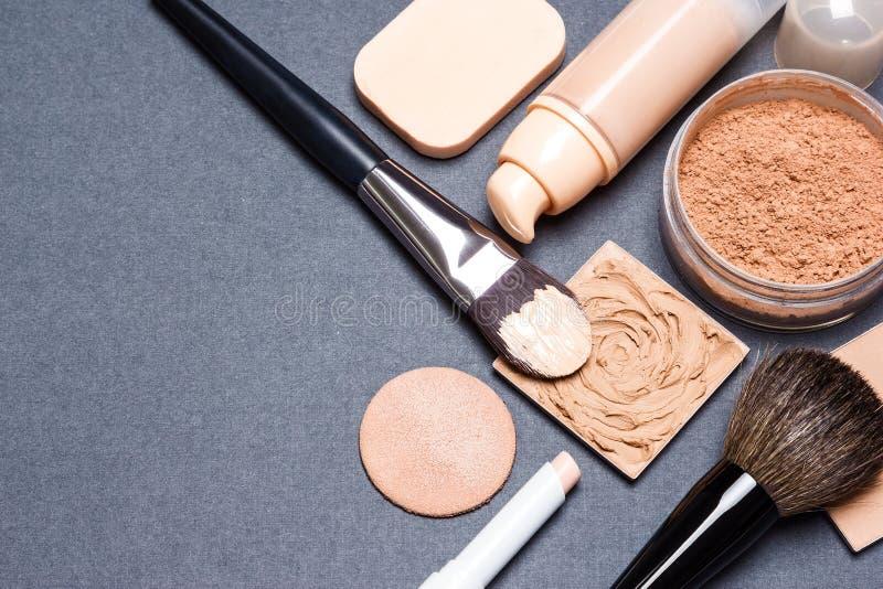 Uppsättning av signalen och hyn för hud för makeupprodukter även ut arkivfoto