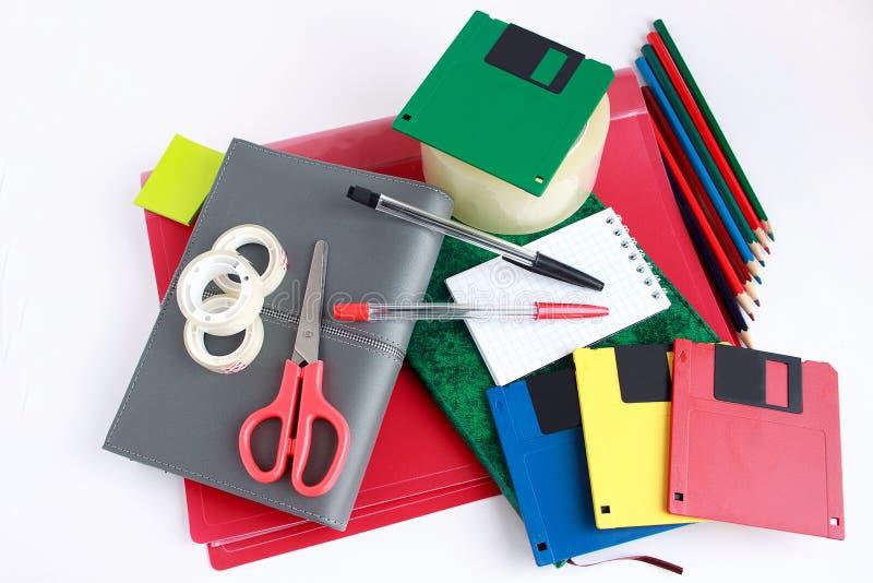 Uppsättning av skola- och kontorsbrevpapper royaltyfri bild