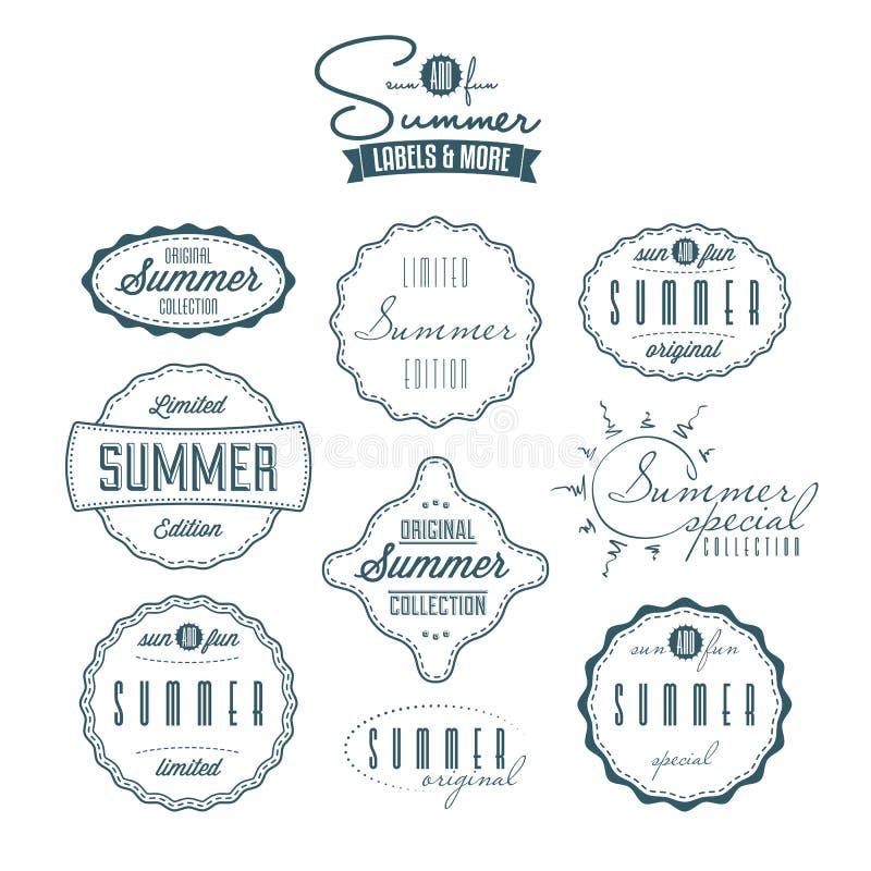 Uppsättning av sommar släkta tappningetiketter stock illustrationer