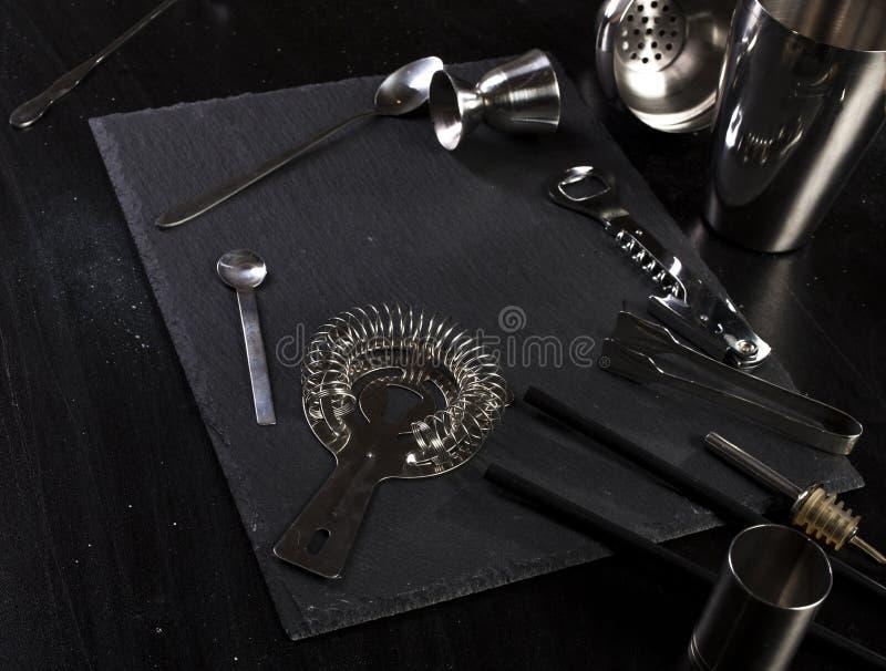 Uppsättning av stångtillbehör för framställning av coctailar royaltyfri bild