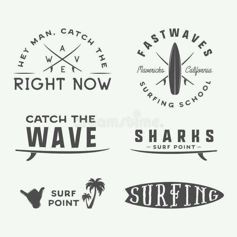 Uppsättning av tappning som surfar logoer, emblem, emblem, etiketter royaltyfri illustrationer