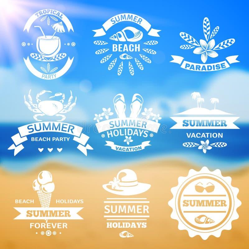Uppsättning för etiketter för emblem för typografi för sommarsemester royaltyfri illustrationer