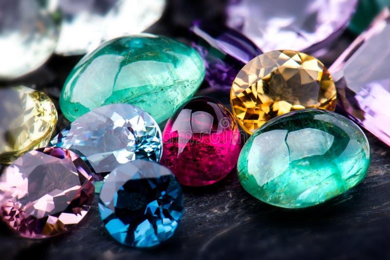 Uppsättning för Gemstonessamlingssmycken royaltyfri foto