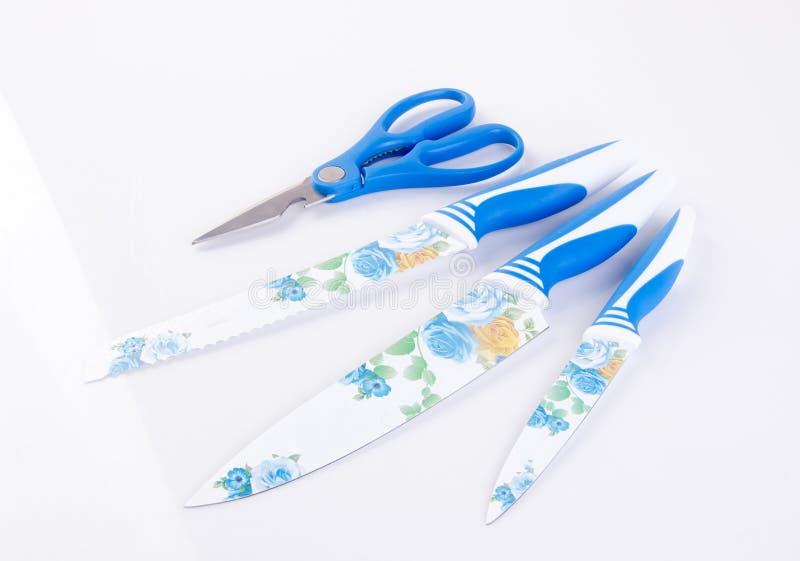Uppsättning för kökkniv eller kökklipp på bakgrund royaltyfria bilder