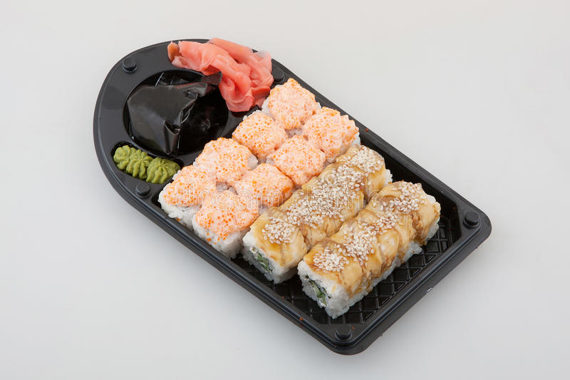 Uppsättning för sushirulle, japansk kokkonst arkivfoto