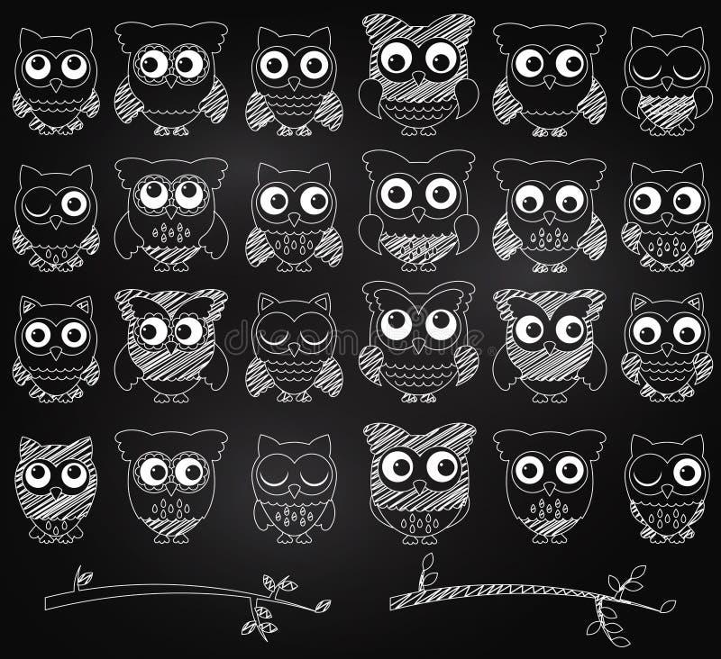 Uppsättning för svart tavlastilvektor av gulliga ugglor royaltyfri illustrationer