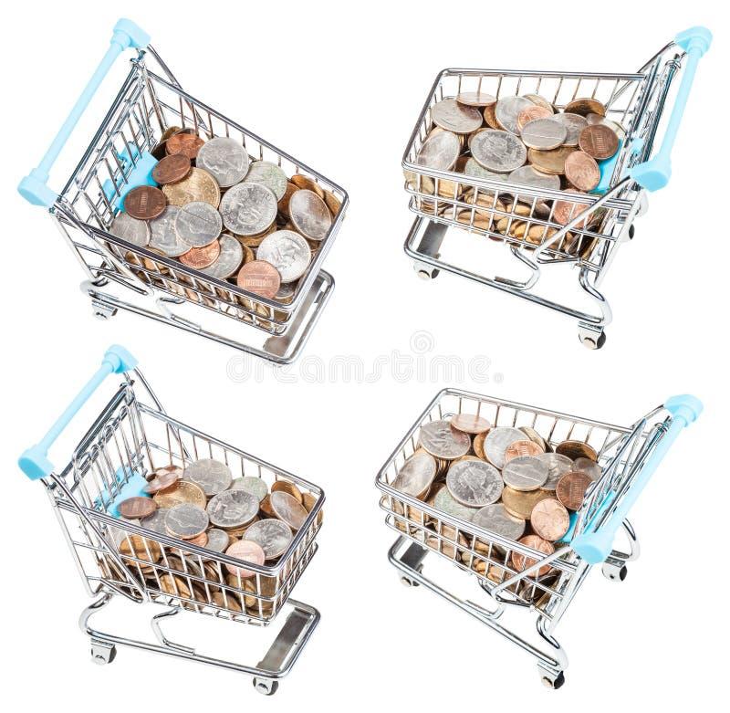 Uppsättning från shoppingvagnar med isolerade USA-mynt royaltyfri foto