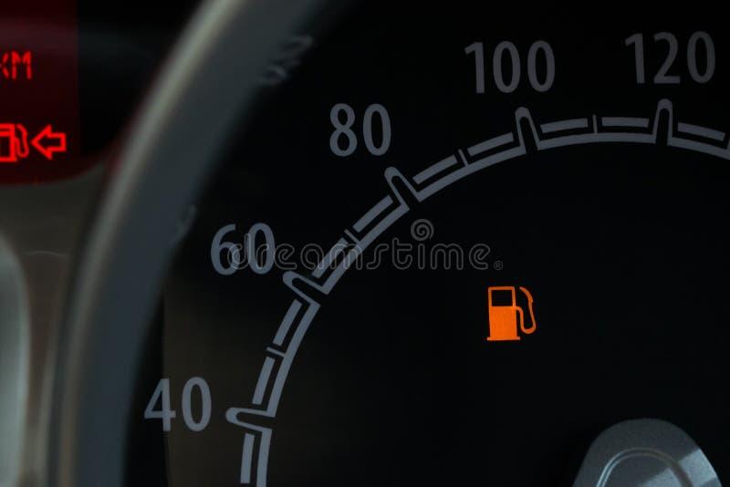 Uppsättningen av bilstrecket stiger ombord bensinmetern royaltyfria foton