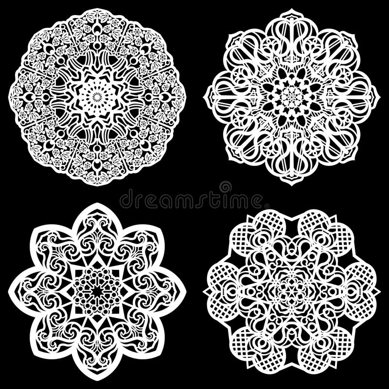 Uppsättningen av designbeståndsdelar, snör åt den pappers- doilyen för rundan, doily för att dekorera kakan, mallen för att klipp royaltyfri illustrationer