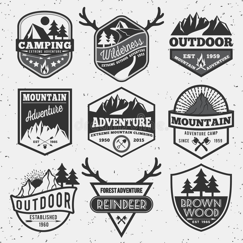 Uppsättningen av det monokromma utomhus- campa affärsföretaget och berget förser med märke royaltyfri illustrationer