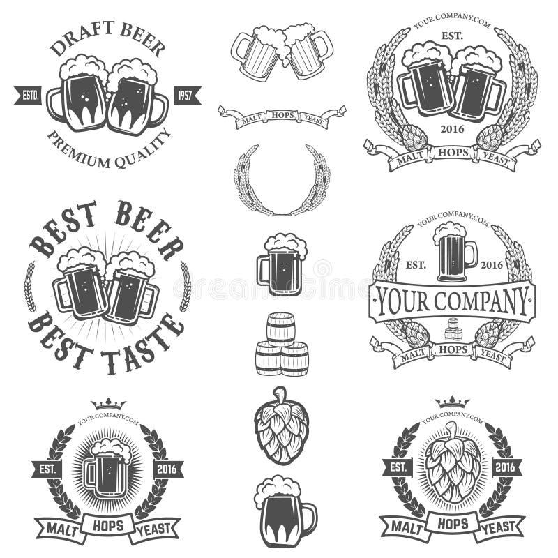Uppsättningen av etikettmallar med öl rånar isolerat på den vita backgrouen royaltyfri illustrationer
