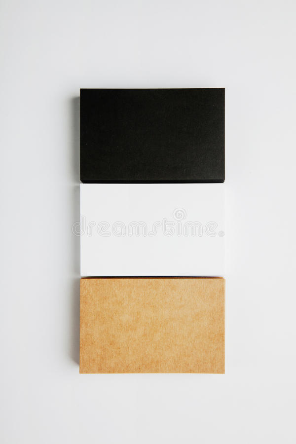 Uppsättningen av kort för buntmellanrumsaffär svärtar, vit, hantverk på vit bakgrund vertikalt royaltyfri fotografi