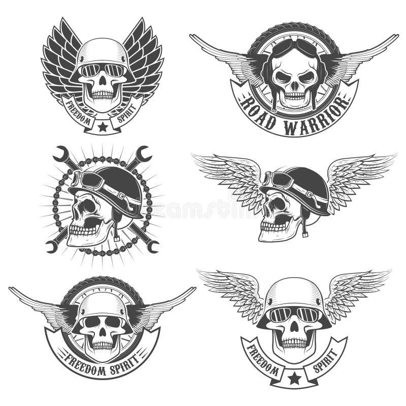 Uppsättningen av motorcykelklubban märker mallar Skallar i motorcykelhel royaltyfri illustrationer