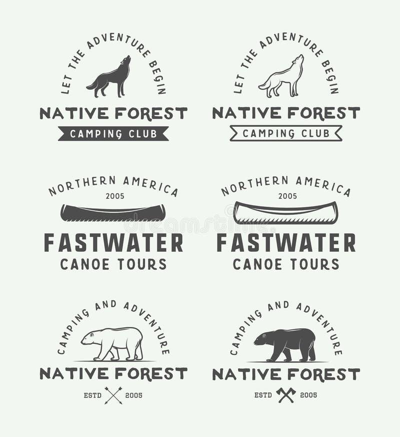 Uppsättningen av tappning som campar som är utomhus- och, äventyrar logoer, emblem, stock illustrationer