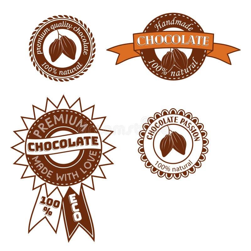 Uppsättningen av tappningvektoremblemet, etiketten, logomalldesigner med kakaobönor för handgjord choklad shoppar vektor illustrationer