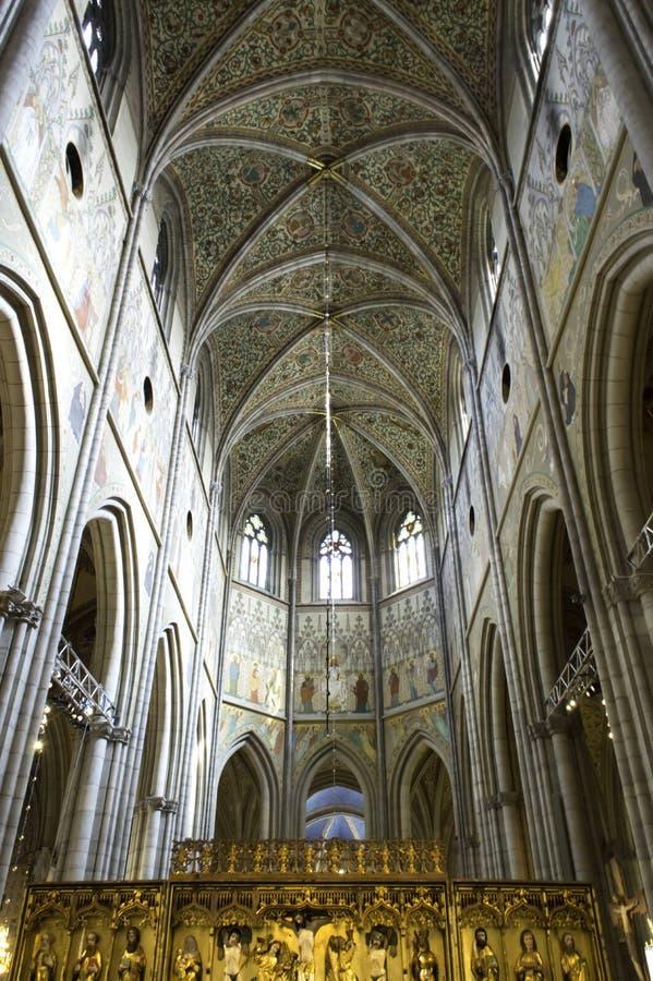 UPPSALA, SCHWEDEN - AUG 23,2014: Kathedrale geht hinsichtlich spät 13. zurück stockfotografie
