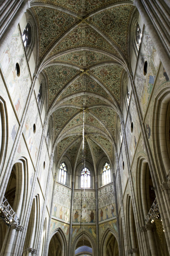 UPPSALA, SUECIA - AGOSTO 23,2014: La catedral data tarde de décimotercero imagenes de archivo