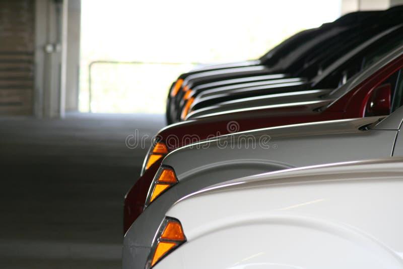 uppställda bilar arkivfoto