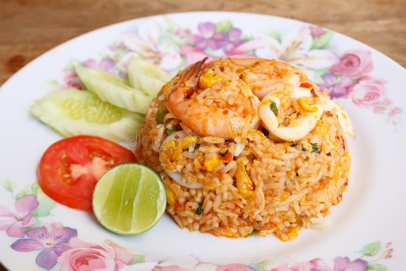 Uppståndelse Fried Rice med räka och tioarmade bläckfiskar i söta Chili Paste royaltyfri bild