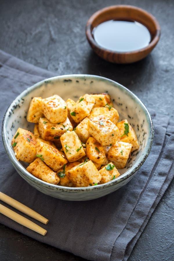 Uppståndelse stekt tofu royaltyfri bild