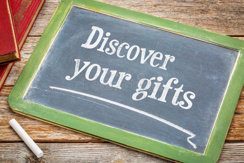Upptäck dina gåvor på svart tavla arkivbilder