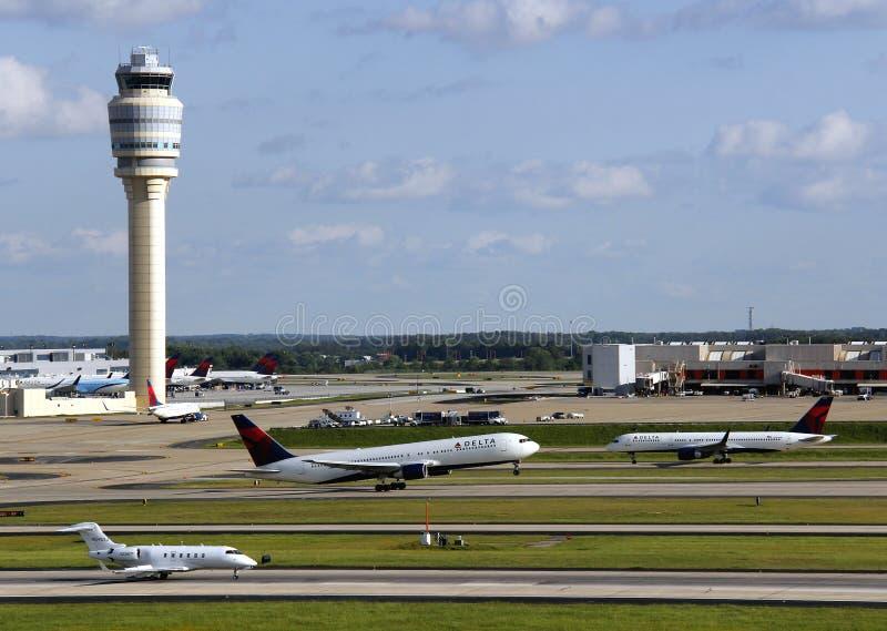 Upptagen flygplats royaltyfri foto