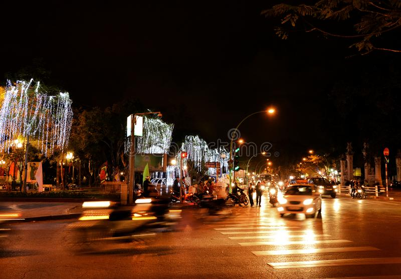 Upptagen genomskärning i Hanoi, Vietnam royaltyfria bilder