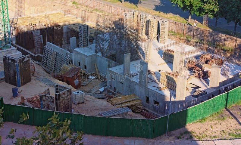 Upptagen industriell konstruktionsplats för flygbild Konstruktion av den nya bostads- byggnaden Kyiv Ukraina royaltyfri bild