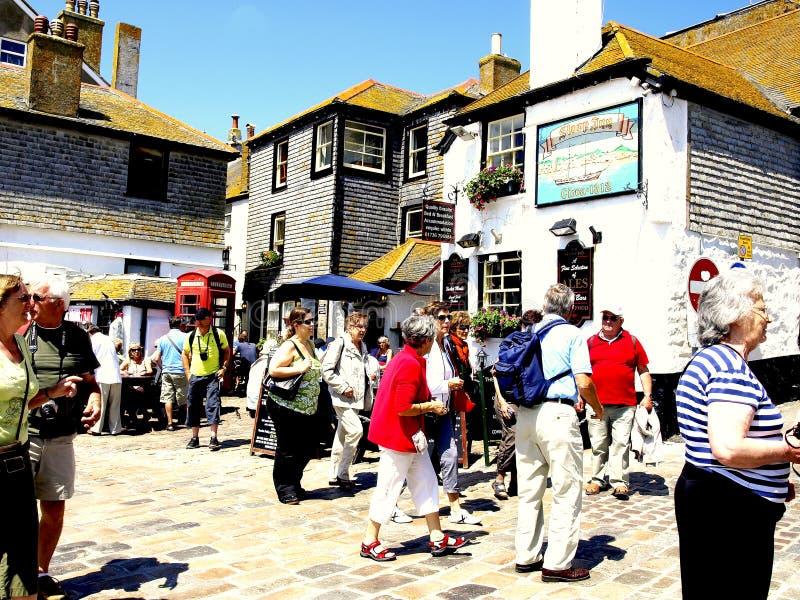 Download Upptagen Kaj, St Ives, Cornwall. Redaktionell Arkivfoto - Bild av folk, turister: 37344423