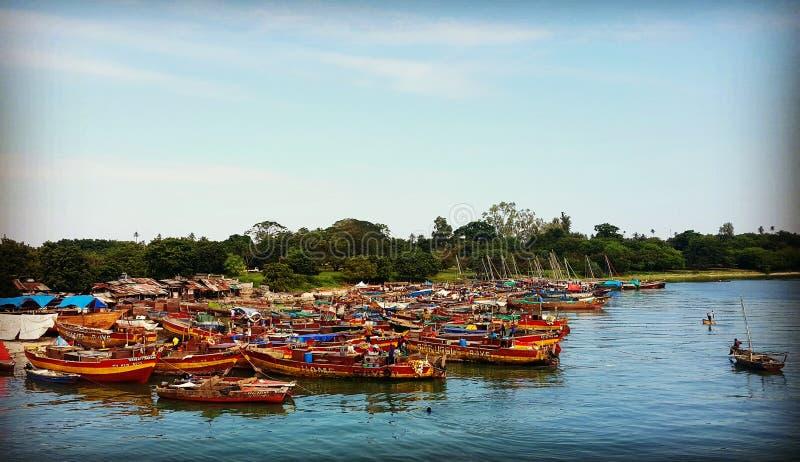 Upptagen port a Dar es Salaam arkivfoto