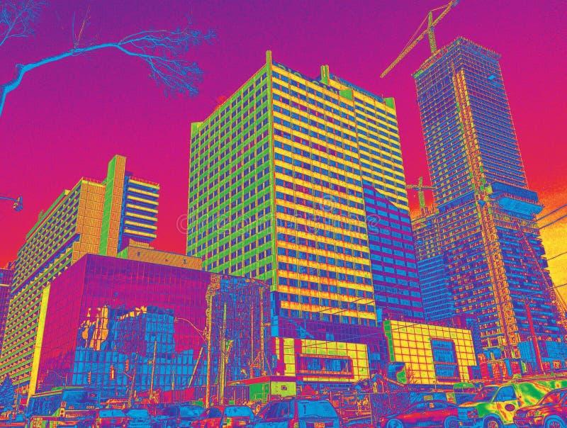 Upptagen stadsgenomskärning med konstruktion och trafik i Toronto, Kanada royaltyfri bild