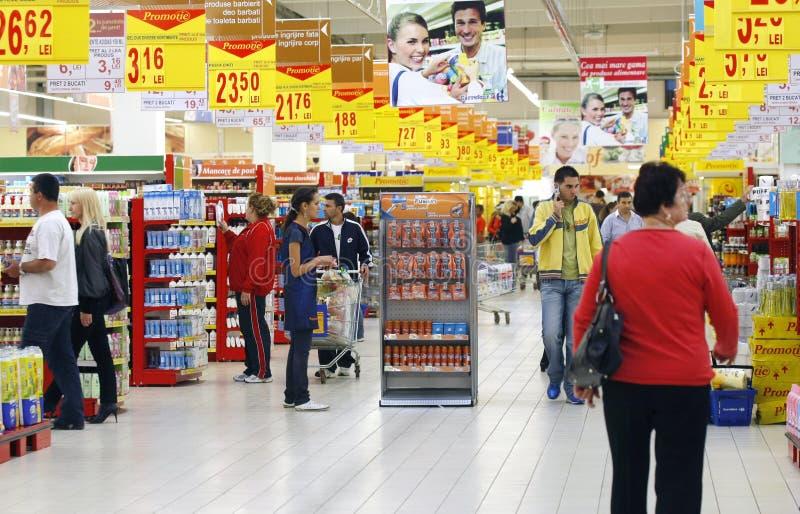 upptagen supermarket arkivbilder
