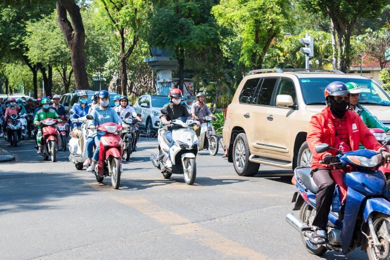 Upptagen trafik i Ho Chi Minh City arkivfoto