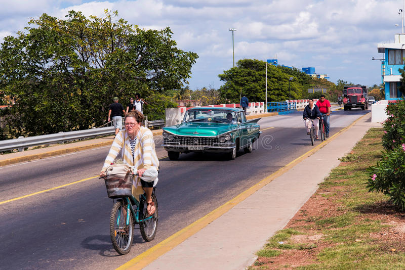 Upptagen trafik i västra Varadero arkivbilder