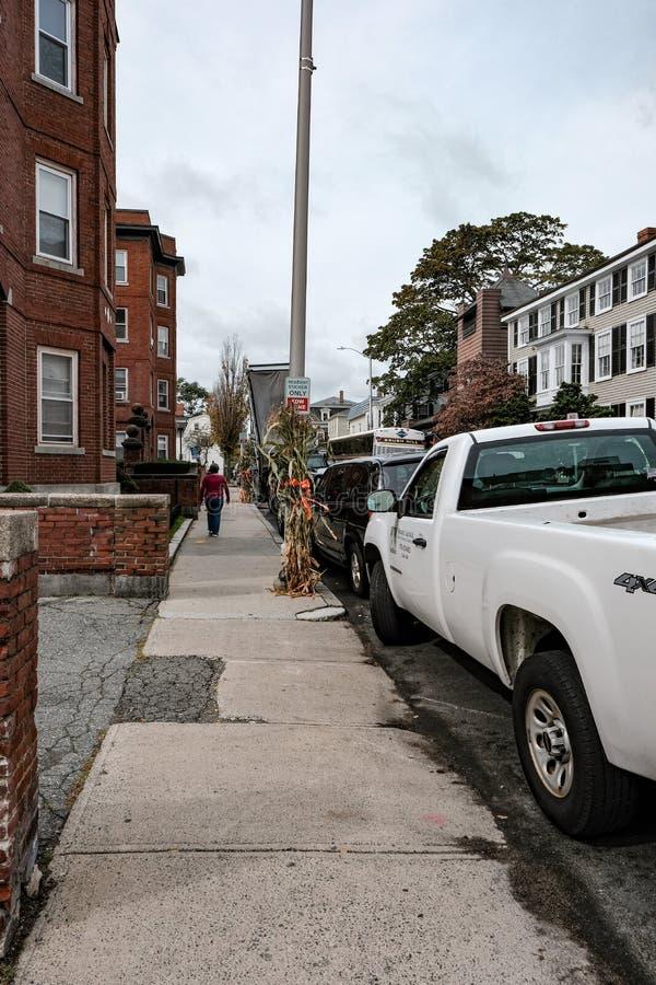 Upptagen trottoar i den berömda staden av Salem, MOR royaltyfri bild