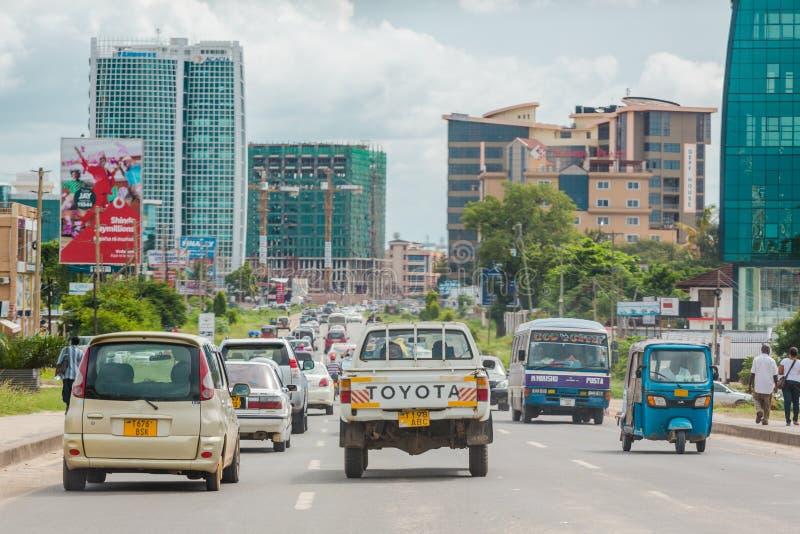 Upptagna gator av i stadens centrum Dar Es Salaam royaltyfria foton