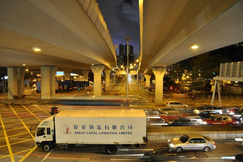 Upptagna Hong Kong trafikerar på natten arkivfoto