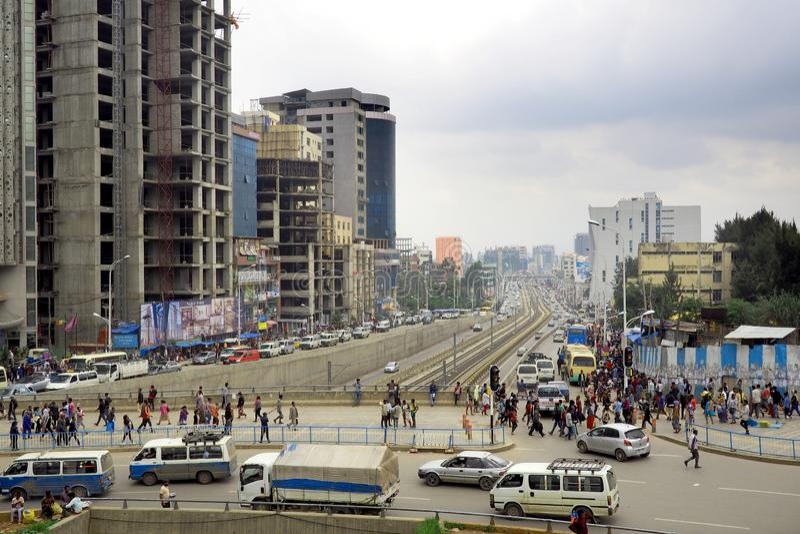 Upptagna horisont och gator av Addis Ababa, Etiopien arkivfoto