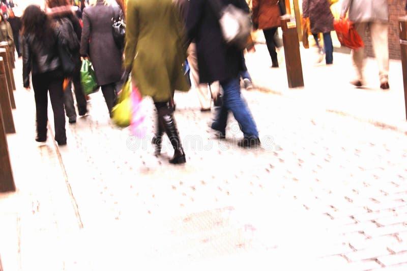 upptagna shoppare arkivfoto