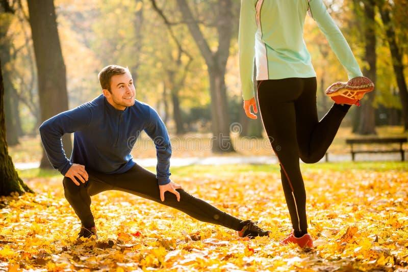 Uppvärmning, innan att jogga arkivfoton