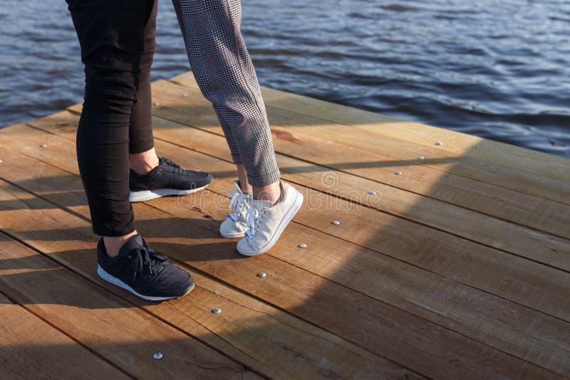 Upraw nogi para na molu zdjęcie royalty free