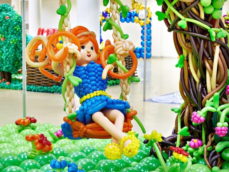 uprawia ogródek dziewczyny huśtawkę obrazy royalty free