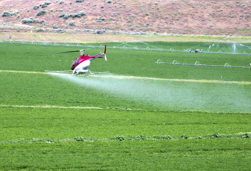 uprawy okurzania helikopter obrazy royalty free